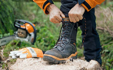 Кожени и гумени ботуши, работни обувки